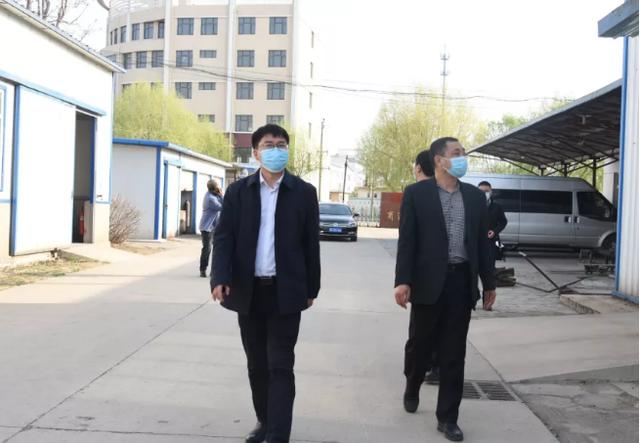 张志明暗访企业大气污染防治情况